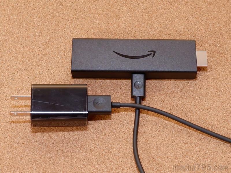 USBケーブルを使ってコンセントから給電します。