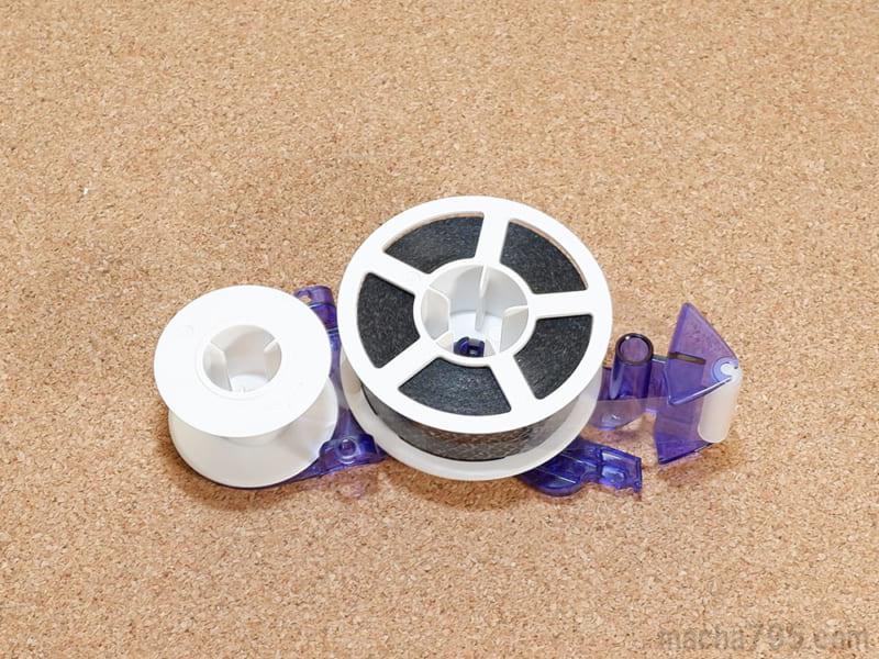 つめ替えるテープの裏面は、このようになっていてシンプルです。