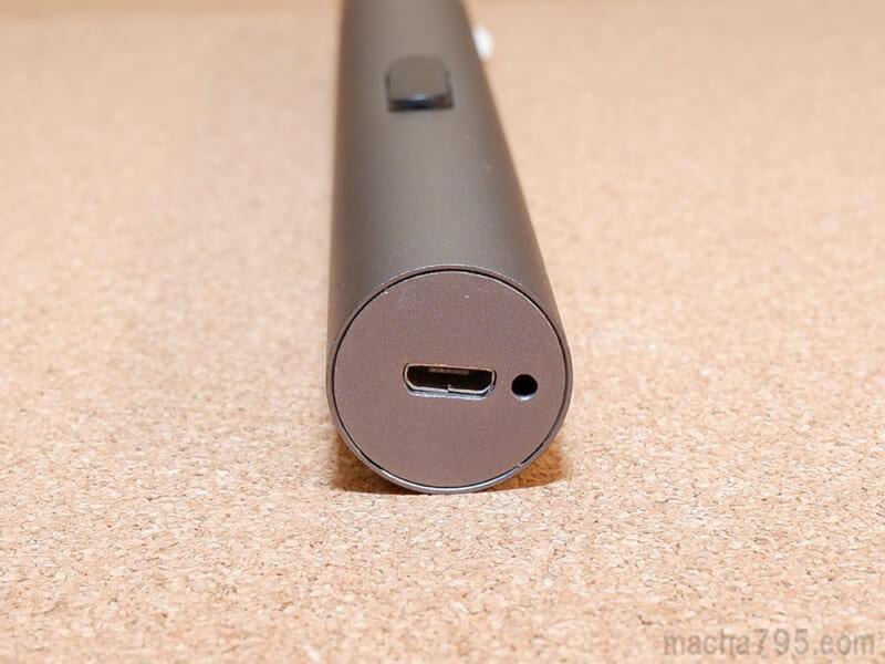 お尻側にMicro USBポートがあります