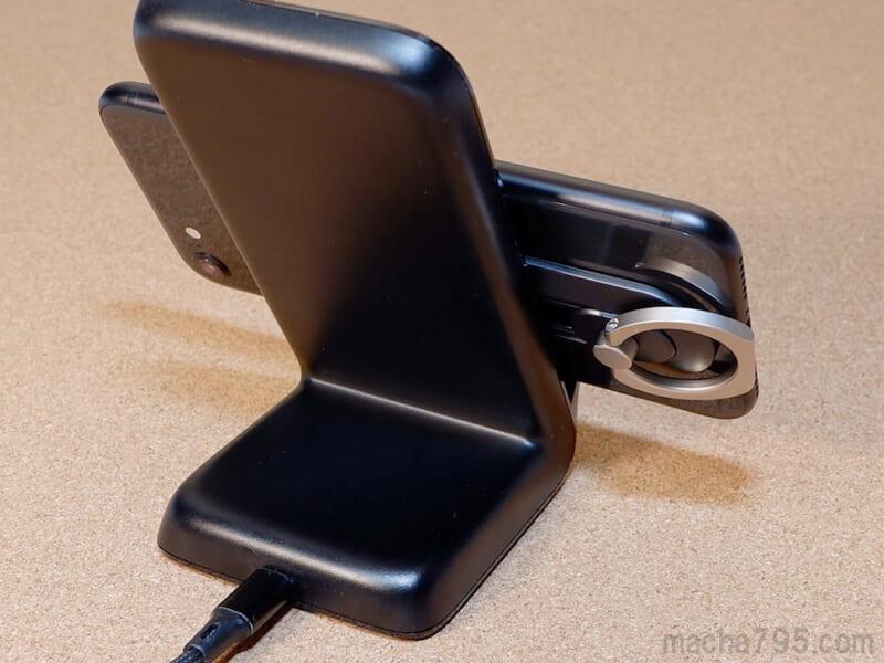 ワイヤレス充電器で充電できます