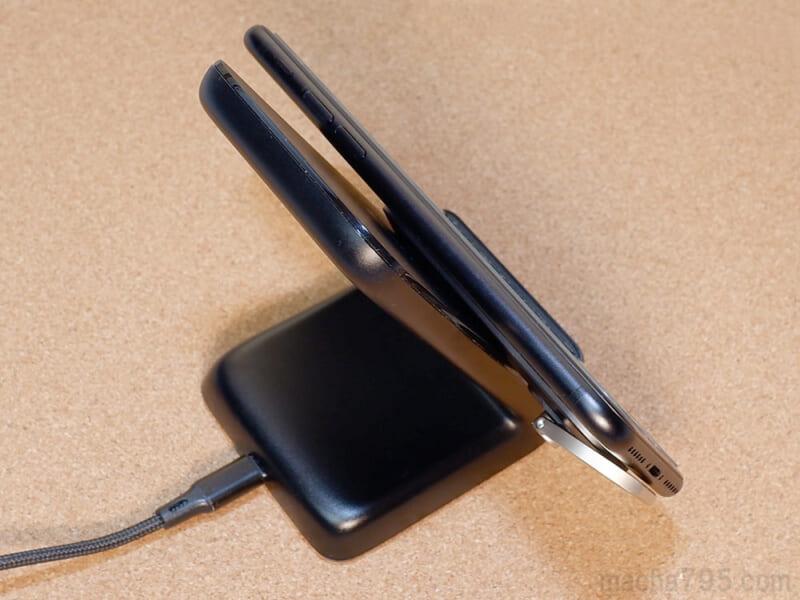 スマホ本体と充電器の間が小さくなります。