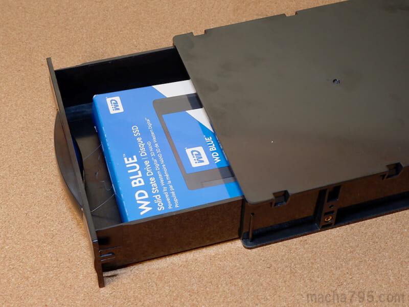 SSDの箱も入ります。