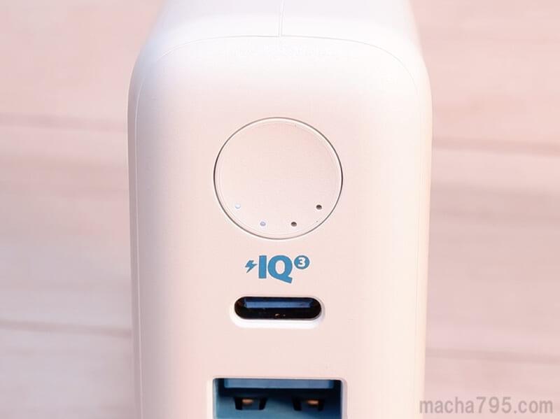ボタンには充電状態がわかるLEDがあります。