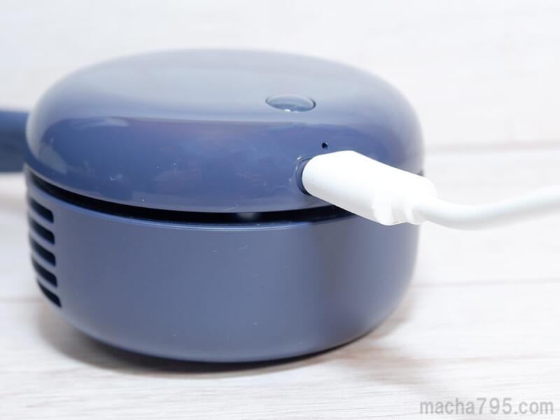 USB-Cケーブルを接続して充電します
