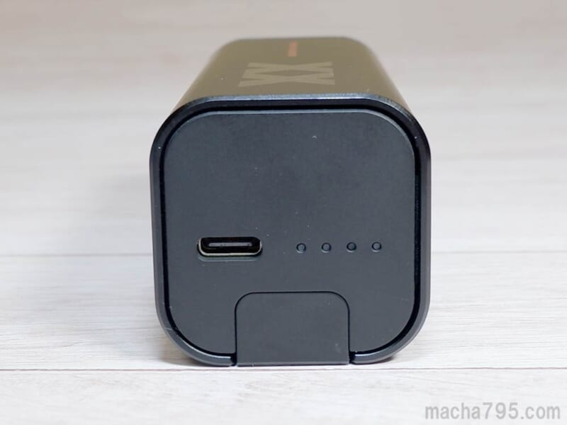 充電ケースの横側にはUSB-C端子とLEDランプ