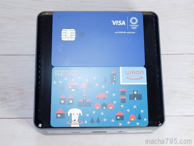 クレジットカード2枚分ほどのコンパクトさ