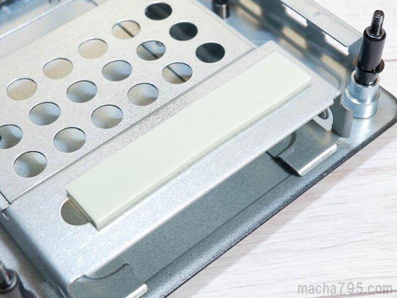 M.2 SSDを取り付ける
