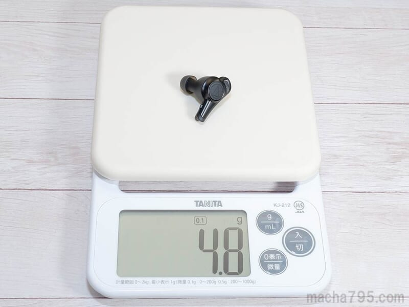イヤホンの重さは片耳1つだけでは 約4.8g